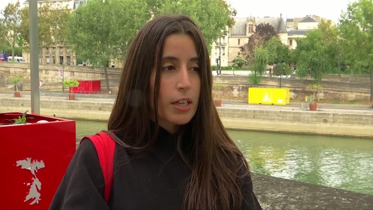 فرانس 24:Paris residents outraged by new public eco-friendly urinals