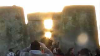 Sun throught the stones Sonehenge winter silstice 2012