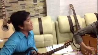 Vừa đàn vừa hát quá hay..!!!