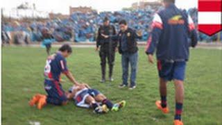 VIDEO: Un joueur de football se fait frapper par la foudre!