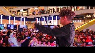 دايلر يغني ( اسف ) في مول في دبي !