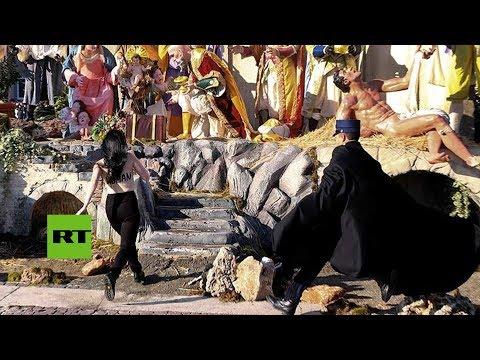 Activista de Femen intenta 'secuestrar' al niño Jesús