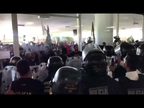 Protesta policial genera choques en Congreso brasileño