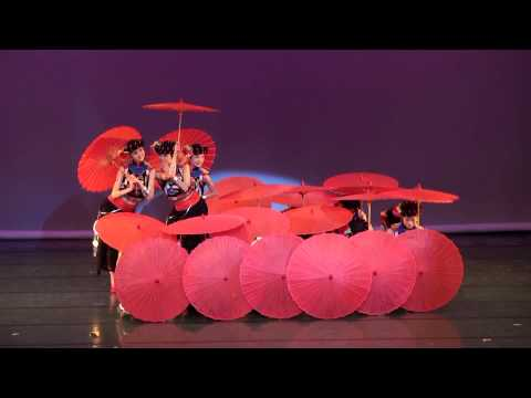 Beautiful Chinese Umbrella Dance