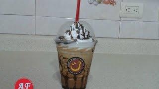10 ml de cafe soluble 15 ml de azucar 2.5. ml de cocoa 75 ml de leche fresca chocolate liquido al gusto crema batida grageas de chocolate CANAL DE COCINA ...