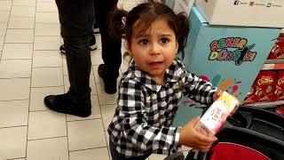Ayşe Ebrar markete gitti. Marketteki bütün kinder sürprizleri almak için ağladı | Let's  go shopping