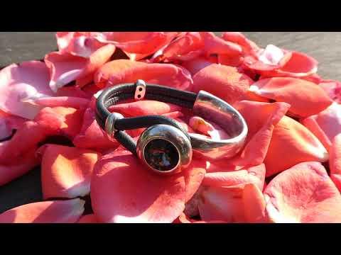 Un bracelet demi-jonc cuir et strass #Svarowski pour s'habiller chic pour le réveillon !?