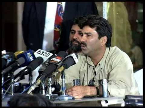 Manoj Prabhakar presents a videotape on match-fixing in 2000