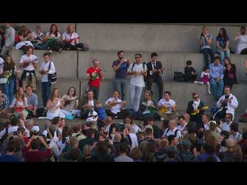 Ukulele Flash Mob - Lion Sleeps Tonight - by the Lions in Trafalgar Square, LONDON, OFFICIAL VIDEO!