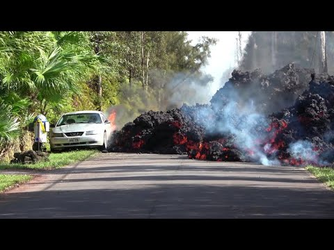 Volcano alert urges Hawaii's Big Island residents to get out