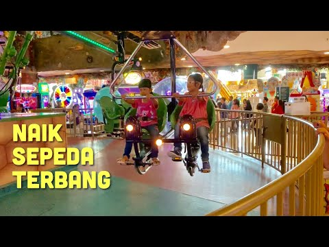Pixel naik Sepeda Terbang dan Kereta Gantung di Central Park Mall Jakarta