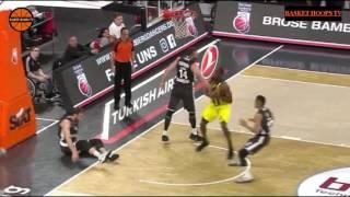 Ekpe Udoh blokları ve takip smacı vs Brose Basket