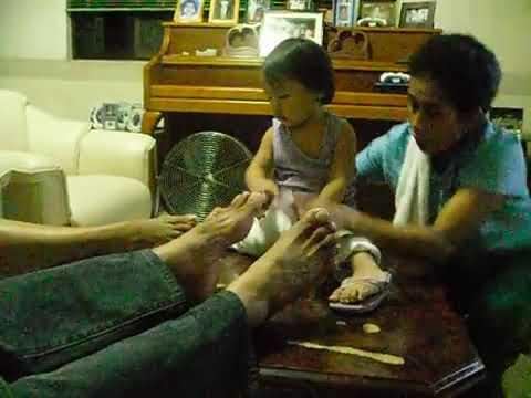 gia playing papa's feet...