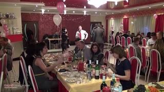 Веселый застольный конкурс на свадьбу или юбилей -- Страстный поцелуй. Видео.(Вы можете получить видесборник