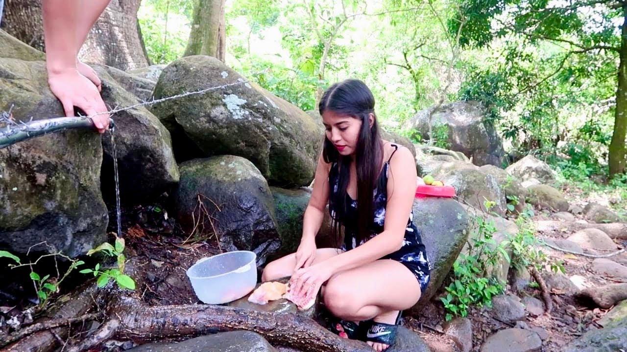 Lavando y preparando el pollito 🐥🤤😍 | nos encontramos un chorrito de agua natural 😍