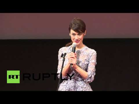 Russia: Cruise and Kurylenko premiere Oblivion in Moscow