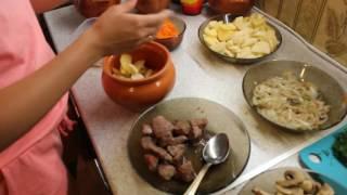 жаркое в горшочках(В данном видео мы с вами подробно разберем как приготовить вкусное жаркое из говядины в собственном соку..., 2016-06-29T21:03:27.000Z)