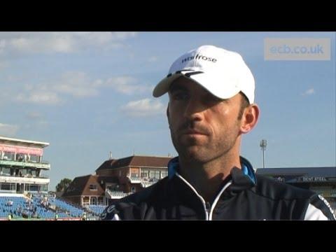 Liam Plunkett enjoys 'awesome' day as England bowl Sri Lanka at Headingley