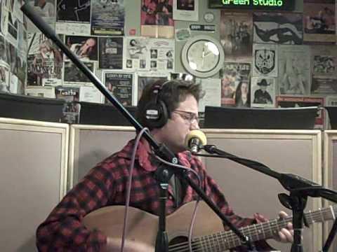 Jeff Finlin performs