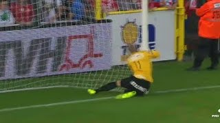 Gambar cover M. Bizot falls into his own goal with ball (KV Kortrijk - KRC Genk)(16/08/2014)