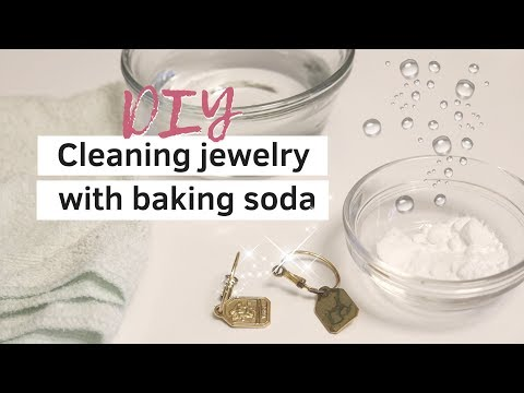 How to clean jewelry with baking soda