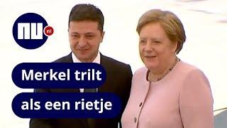 Angela Merkel begint hevig te trillen tijdens ceremonie