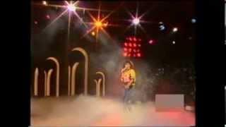 "RAMONA WULF PERFORMING ""HEARTBEAT"" + INTERVIEW (1988)"