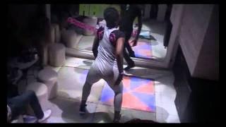 demo de la tchokora par la petite ( danseuse de serge beynaud).avi