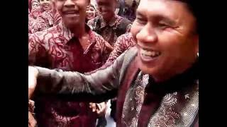 Wakil Bupati Nyanyi Di Perpisahan SMA Negeri 1 Sinabang Simeulue Timur Leting 2014 Part 2