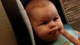 Cat de greu poate sa fie sa hranesti un bebelus?