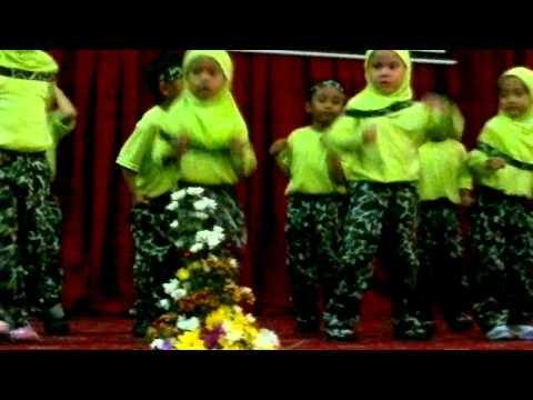 Afikah performing Ar Ruhul Jadid