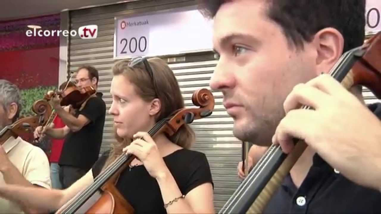 Rossini's Musical Flashmob on Bilbao's market by an orchestra from the Basque Country