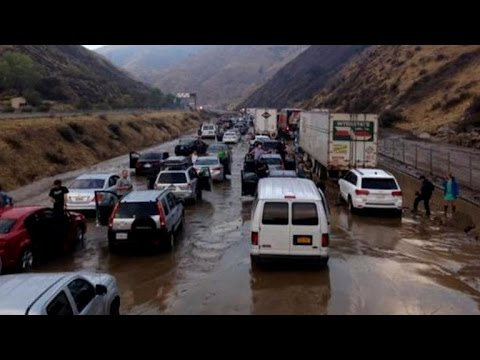 Mudslides trap hundreds of cars on major Calif. freeway