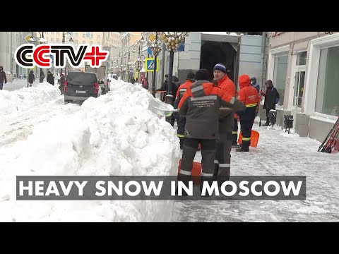 People, Machines at Full Steam to Clear Snow in Moscow