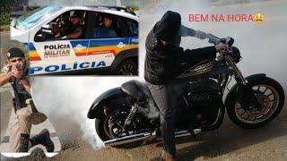 BORRACHÃO DE HARLEY NA FRENTE DA POLÍCIA (Harley 883)