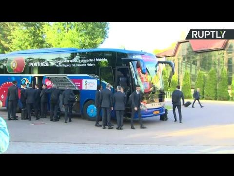 Сборную Португалии по футболу встречают в Москве