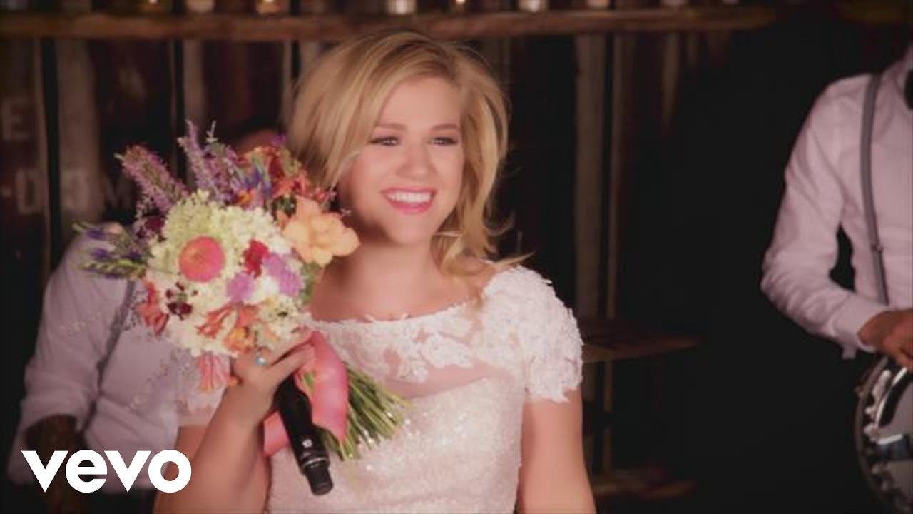 Download Kelly Clarkson - Tie It Up (Behind The Scenes)