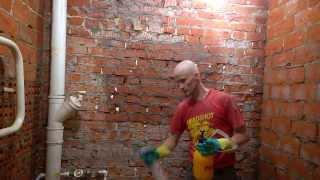видео Грунтовка для стен под плитку в ванной: чем наносить