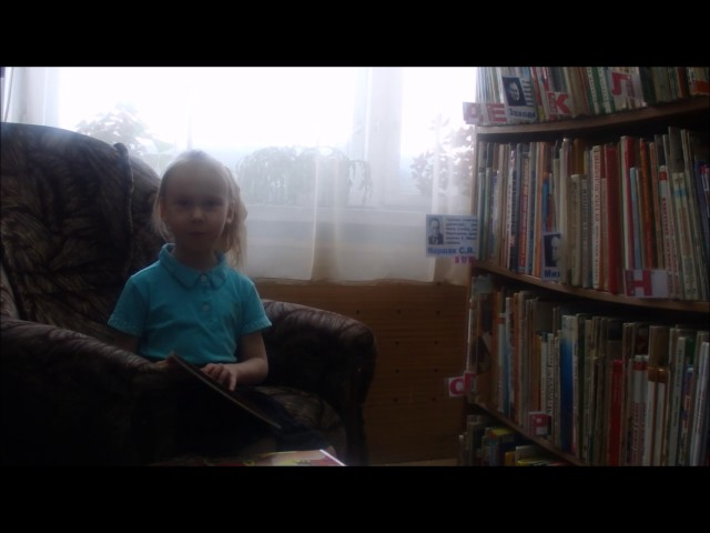 Изображение предпросмотра прочтения – МиленаГончарова читает произведение «Детям мира привет!» С.Я.Маршака