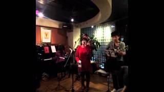 barでの生演奏ライブ.