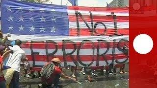 На Филиппинах сожгли чучело Обамы и порвали флаг США