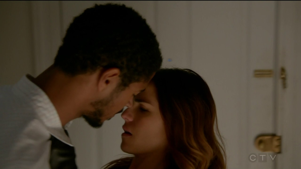 Alfred Enoch (kiss #2 Laurel)  How To Get Away With Murder #22