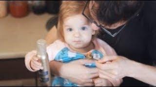 видео Як нагодувати дитину