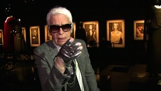 Da Coco a Karl Lagerfeld: il lusso di Chanel in mostra a Londra