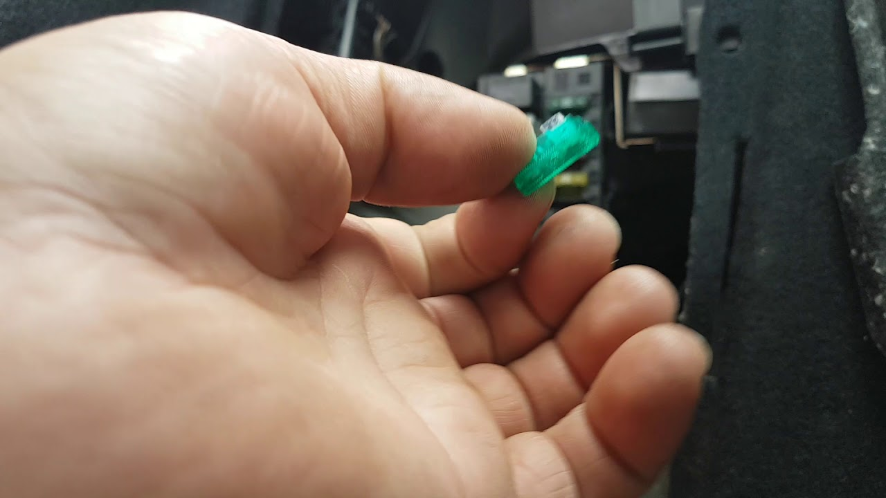 mercedes c220 w203 remote not working antenna amplifier fuse blowing fault finding and repair  [ 1280 x 720 Pixel ]
