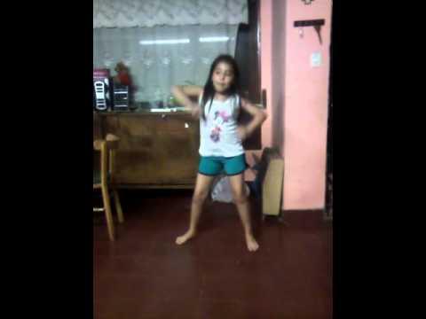 tilu bailando popu