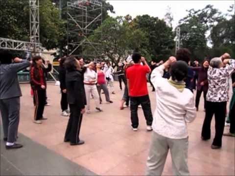 Truyền hình Japan đưa tin về hoạt động của Yoga Cười Việt Nam.wmv