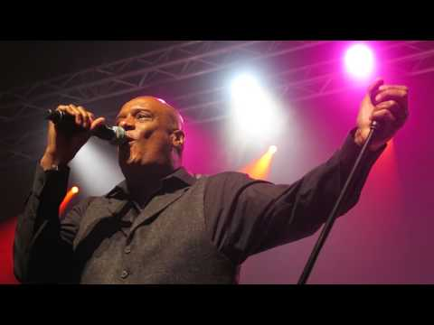 Mel Gaynor with Waterfront tribute band Live 2017 05 27 Far From Home
