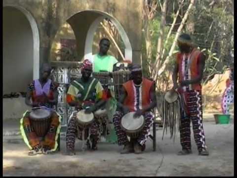 """""""WAKILI troupe d´Abéné"""" (.SENEGAL).Percussions, chants et danses Mandingues.(2ème partie)"""