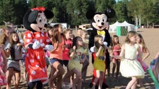 Анютка на съёмках клипа Алисы Кожикиной
